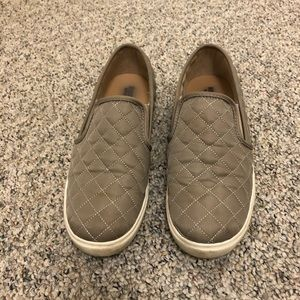 A new day gray quilted slip on sneakers size 9